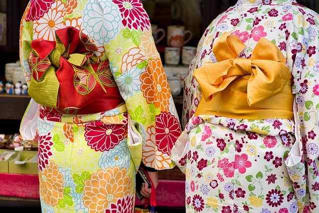 mujeres en kimono